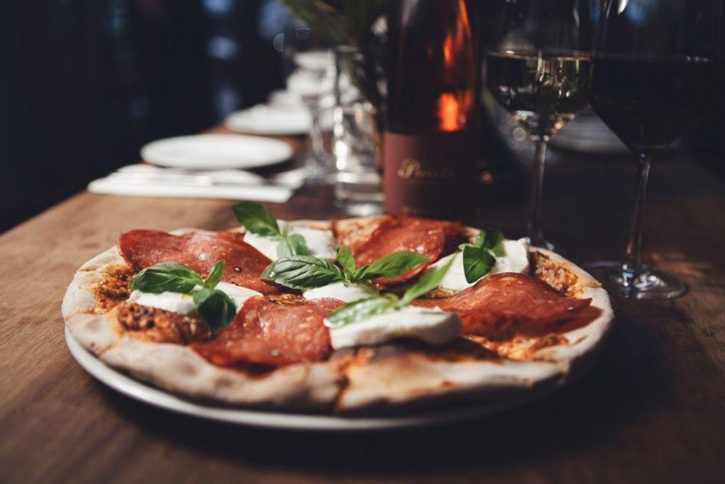 Geheimtipp Tipp Koeln Essen gehen Restaurant Kochende Draußen sitzen Pizzeria Pizza Nudeln Piccola