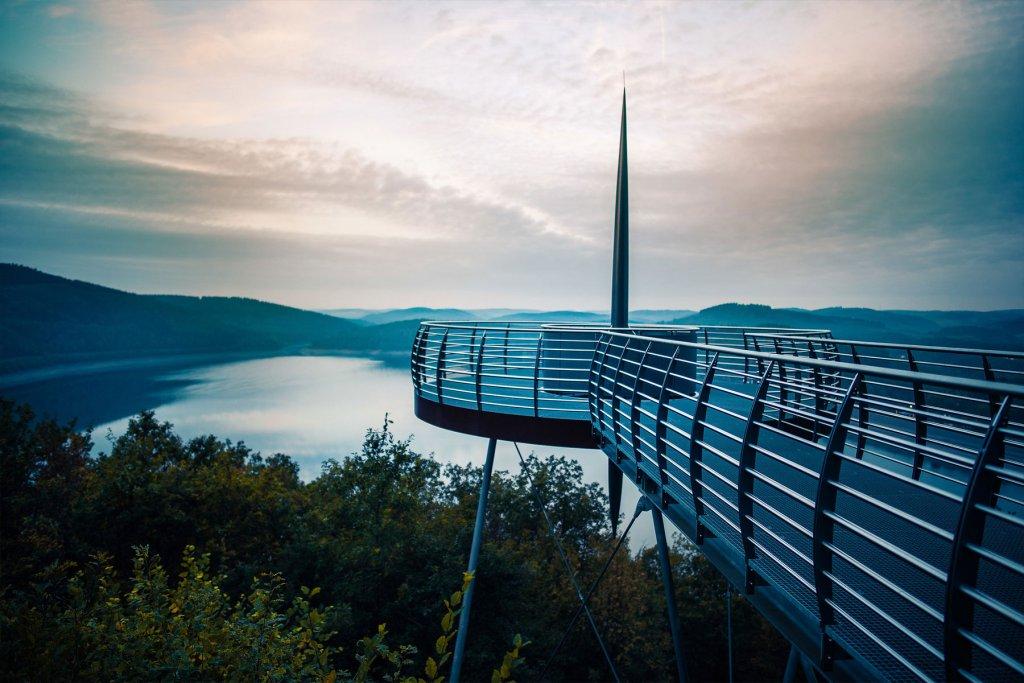 Schöne Wanderungen findet ihr reichlich in der Nähe von Köln. Egal ob schlechtes Wetter, Sonnenschein oder ein Wocheendtrip diese Ausflüge lohnen sich immer! – ©Tourismus NRW e.V.