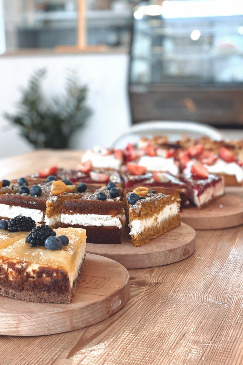 Kaffee, Kuchen, nippes – ©Café Wölkchen