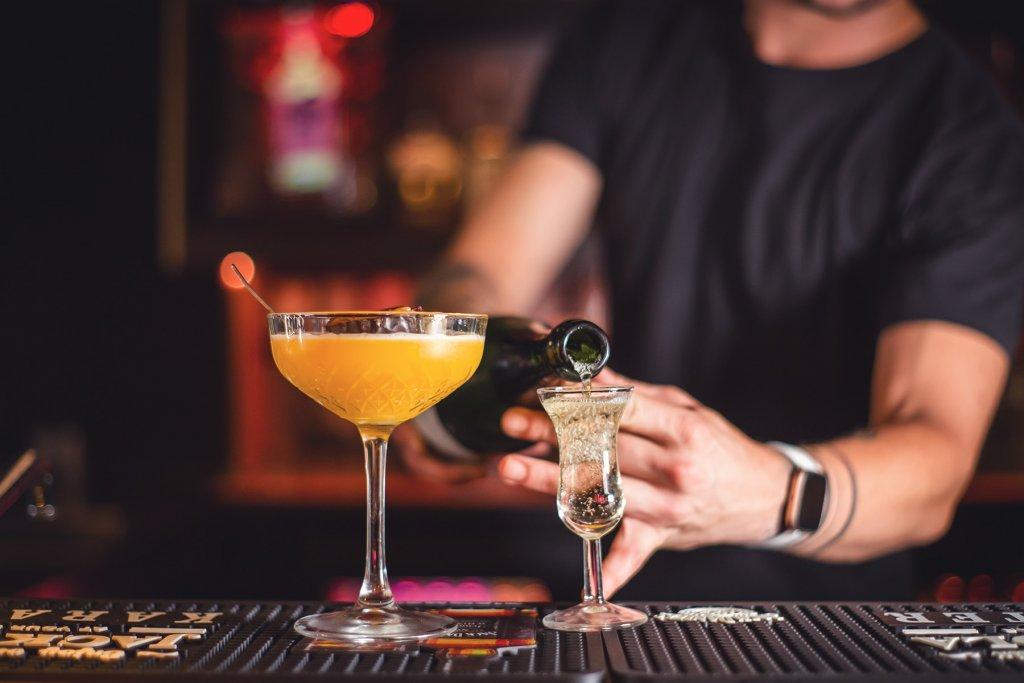 Date, Bar – ©Unsplash