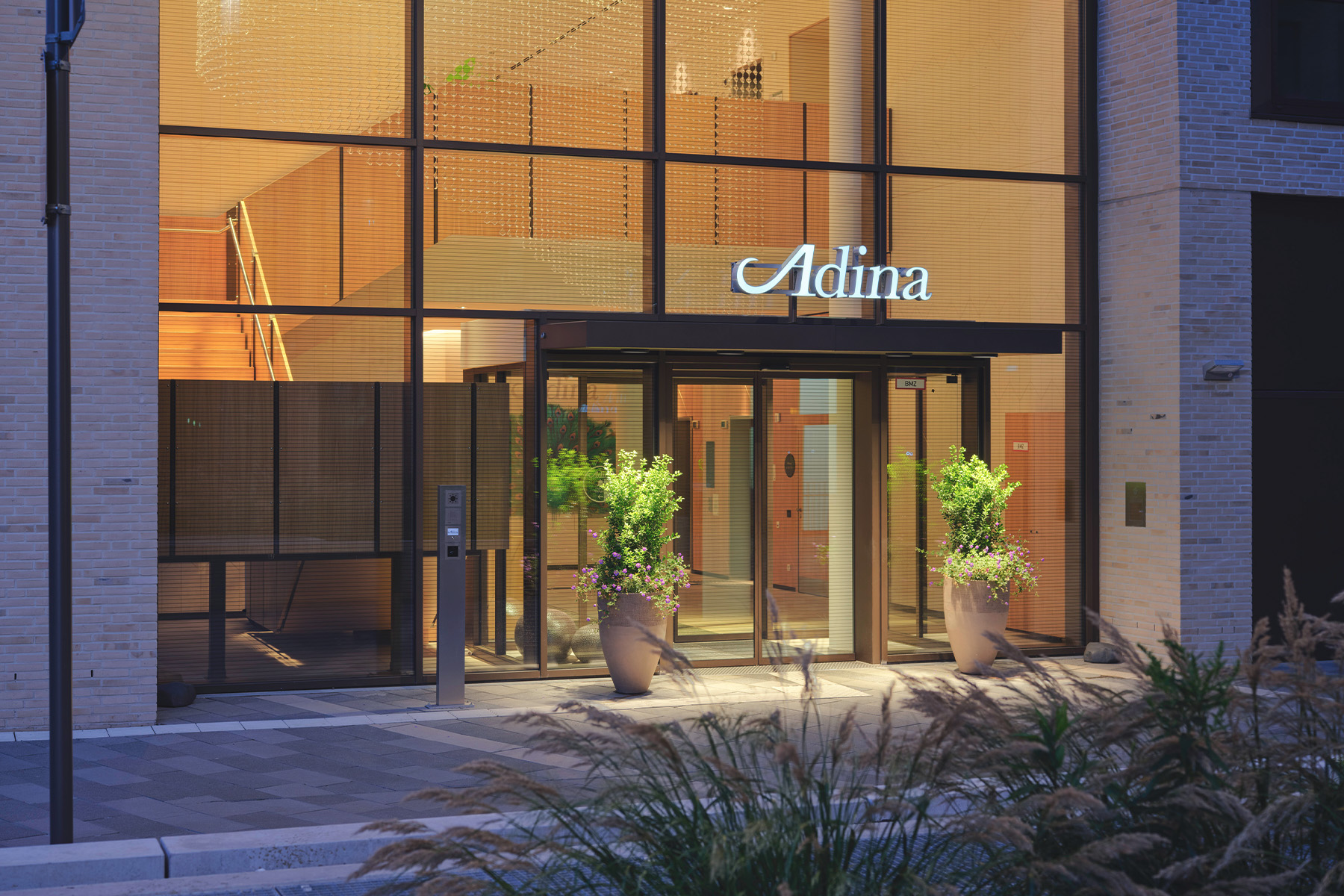 Adina Frontansicht Koeln 1 Artikel – ©Adina Hotels
